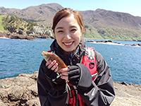 釣り初心者の金子麻美さん。初めて釣りに挑戦します。