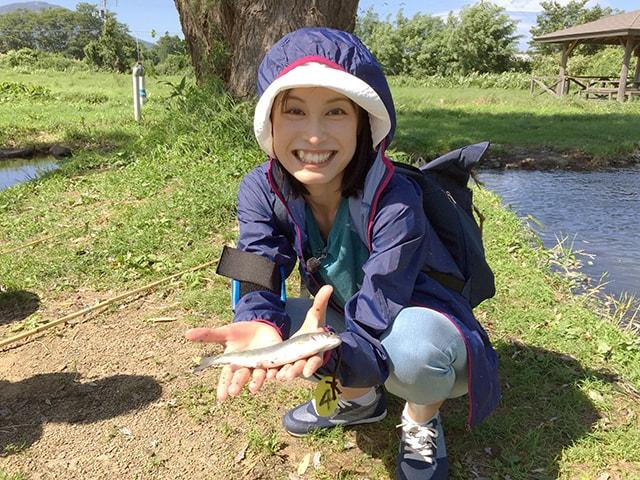 釣り初心者の亜由美さん。初めて釣りに挑戦します。