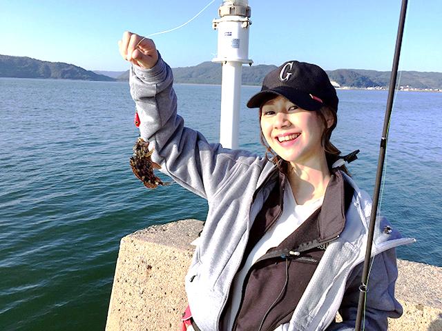 釣り初心者の宮崎友香子さん。初めて釣りに挑戦します。