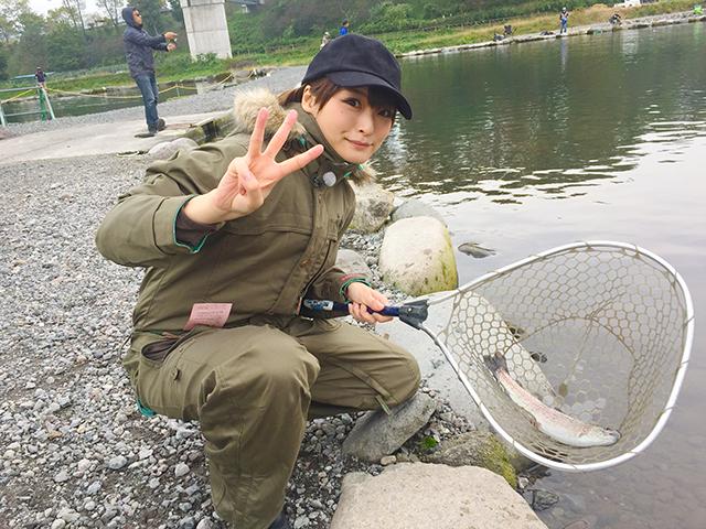 釣り初心者の井澤詩織さん。初めて釣りに挑戦します。