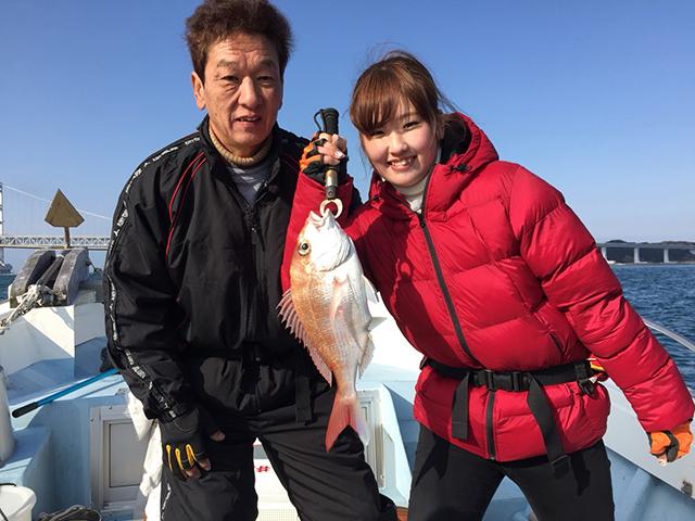 釣り初心者の谷中美希さん。初めて釣りに挑戦します。