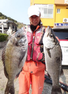丸銀釣りセンターの2020年4月9日(木)3枚目の写真