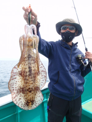 釣り船 久勝丸の2021年5月8日(土)4枚目の写真