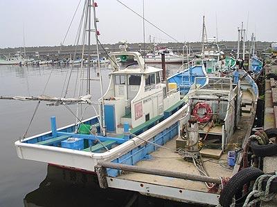 福重丸の船と店の写真