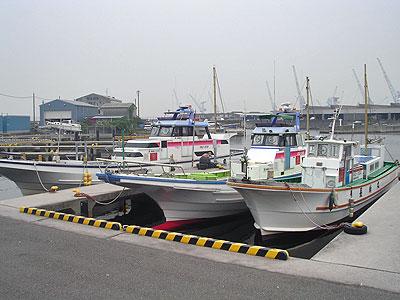 長崎屋の船と店の写真