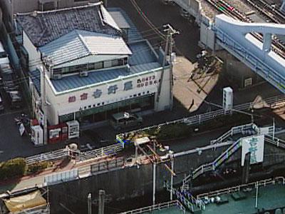 吉野屋の船と店の写真
