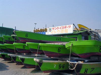 伊藤遊船の船と店の写真