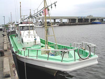岡重丸の船と店の写真