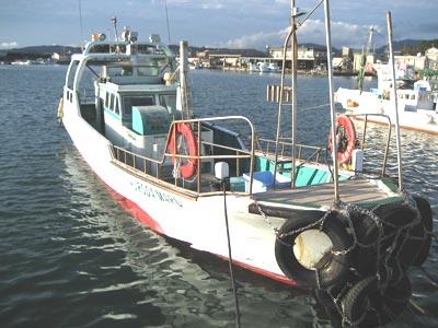 黒田渡船の船と店の写真