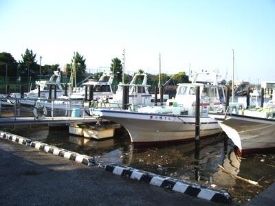 金沢八景 鴨下丸の船と店の写真