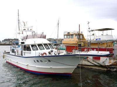 松鶴丸の船と店の写真