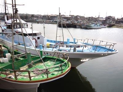力漁丸の船と店の写真