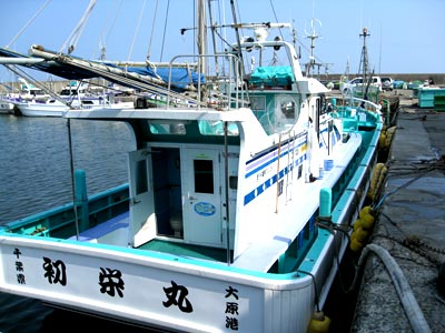 初栄丸の船と店の写真