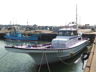 春栄丸の船と店の写真