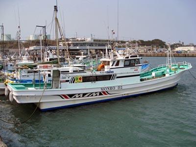 モンロー号の船と店の写真