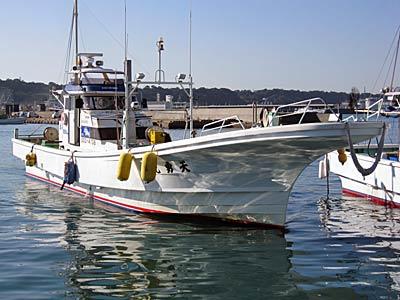 天勇丸の船と店の写真