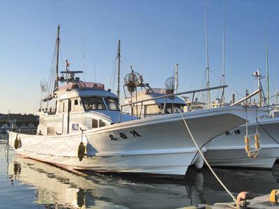 茂吉丸の船と店の写真