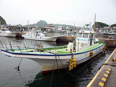 利八丸の船と店の写真