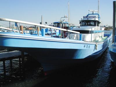 かみやの船と店の写真