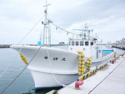 幸神丸の船と店の写真