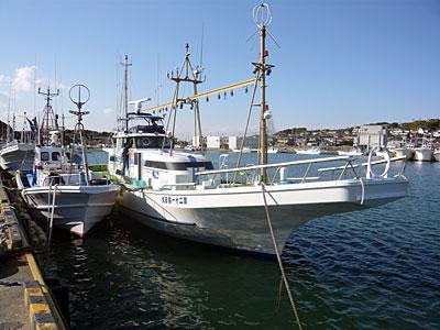 福田丸の船と店の写真