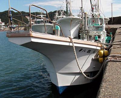 第八鶴丸の船と店の写真
