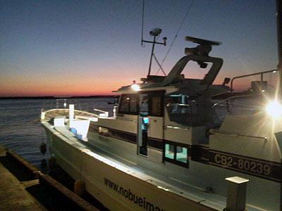 信栄丸の船と店の写真
