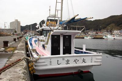 しまや丸の船と店の写真