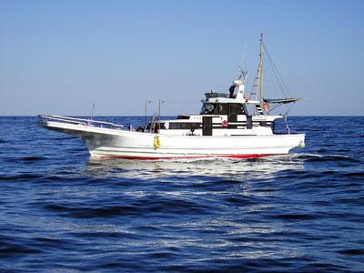 釣友丸の船と店の写真