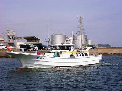 臼井丸の船と店の写真