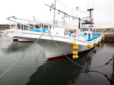 川秋丸の船と店の写真