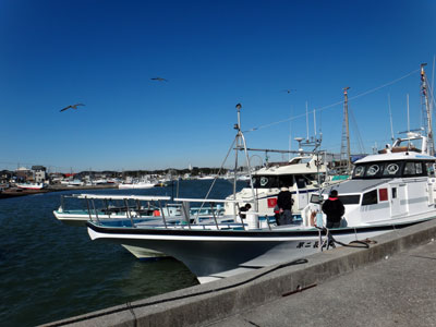 長福丸の船と店の写真