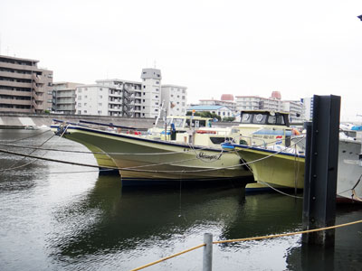 新明丸の船と店の写真