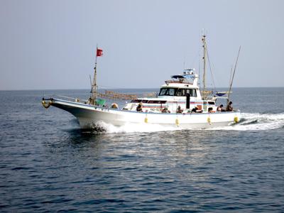坂口丸の船と店の写真