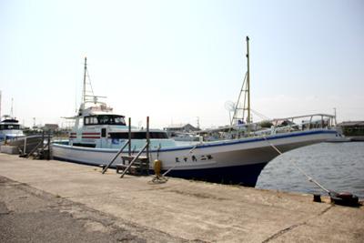 勇幸丸の船と店の写真