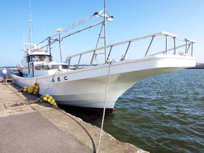仁徳丸の船と店の写真
