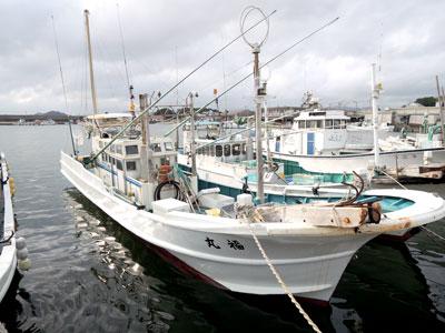 福丸の船と店の写真