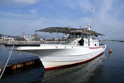 仙正丸の船と店の写真
