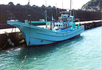 鈴丸の船と店の写真