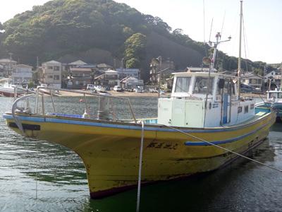 純丸の船と店の写真