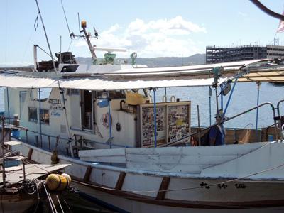 垂水一文字船長丸(海神丸)の船と店の写真