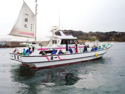 一義丸の船と店の写真