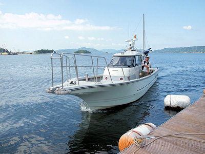 愛裕南丸の船と店の写真