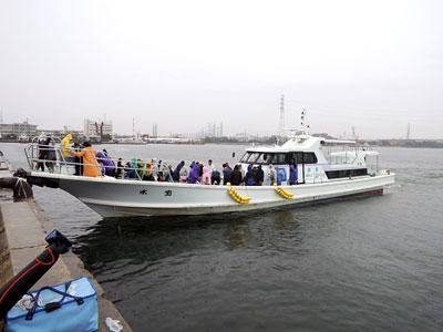 釣り堀 水宝の船と店の写真