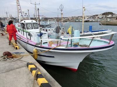 明広丸の船と店の写真
