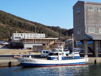 第三 岡安丸の船と店の写真