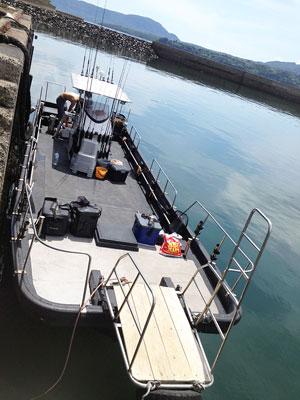 日登美丸の船と店の写真