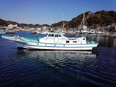 勘次郎丸の船と店の写真