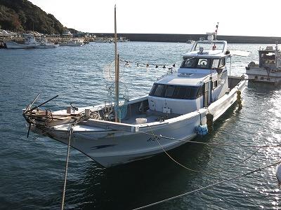 あき丸の船と店の写真
