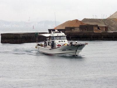 四季丸の船と店の写真